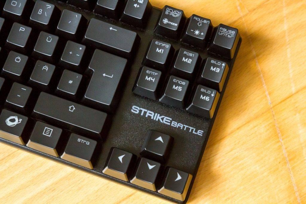 Die Oberfläche der Tastatur gestaltet sich strukturiert: Wirkt erstmal wie Plastik, ist aber Metall!